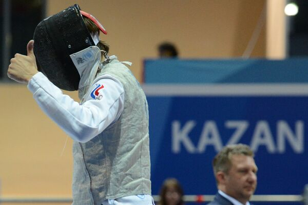 Алексей Черемисинов (Россия) в финальном поединке по фехтованию на рапирах с Эдоардо Лупери (Италия)