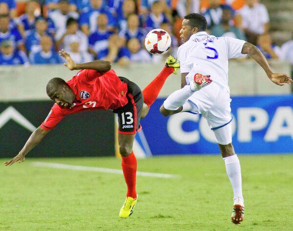 Игровой момент матча Тринидад и Тобаго - Гондурас