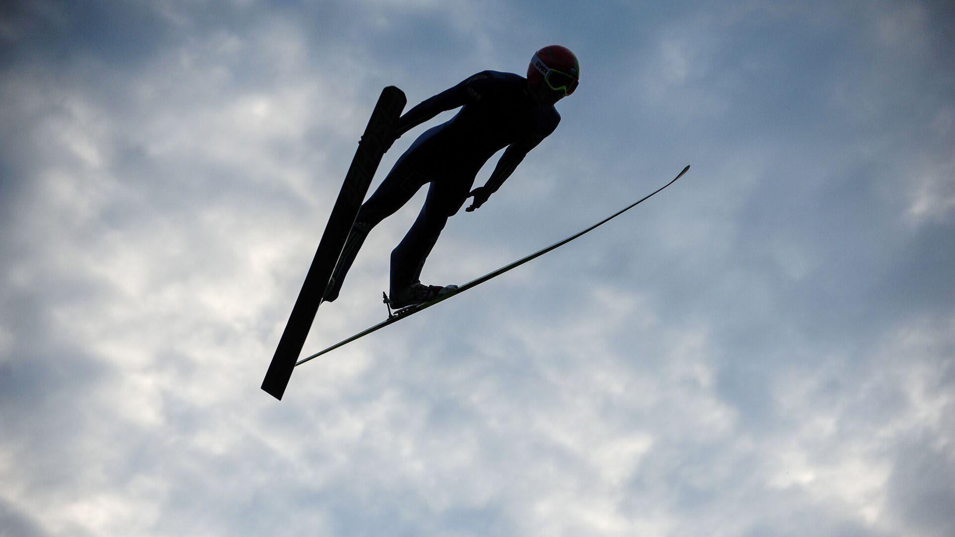 Прыжки на лыжах с трамплина - РИА Новости, 1920, 28.11.2020