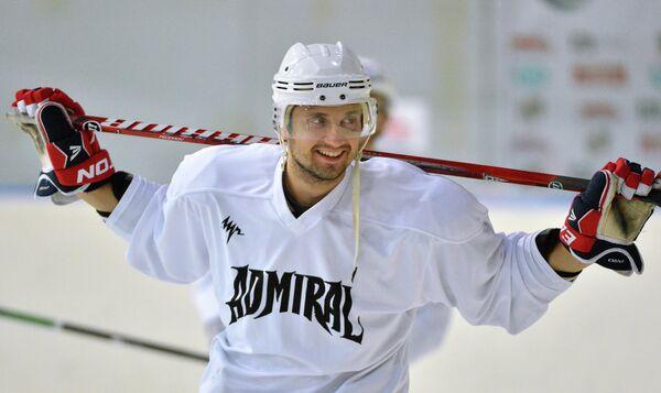 Хоккеист сборной России, капитан и правый нападающий клуба КХЛ Адмирал Владивосток Энвер Лисин