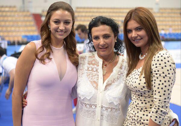 Евгения Канаева, Ирина Винер-Усманова и Алина Кабаева (слева направо)