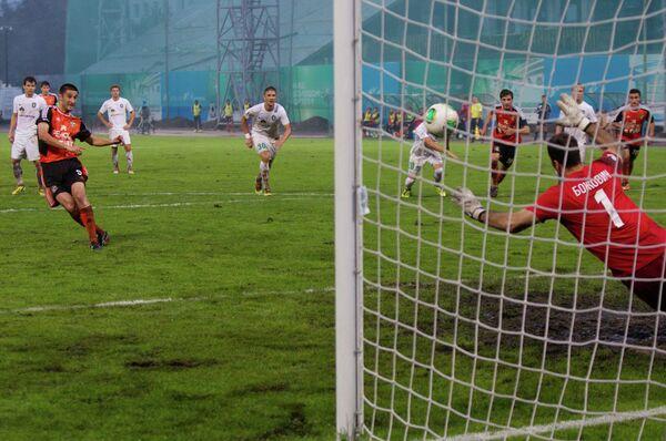 Игровой момент матча Томь - Урал