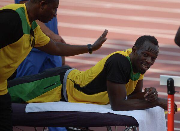 Усэйн Болт (справа) во время подготовки сборной Ямайки к чемпионату мира