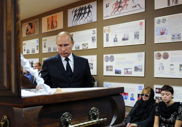 В.Путин на церемонии прощания с А.Рахлиным