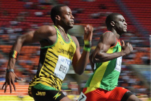 Ямайский спортсмен Джавер Белл (слева) и Кирани Джеймс из Гренады