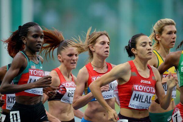 Россиянка Елена Коробкина в полуфинальном забеге на 1500 м в среди женщин на чемпионате мира по легкой атлетике в Москве