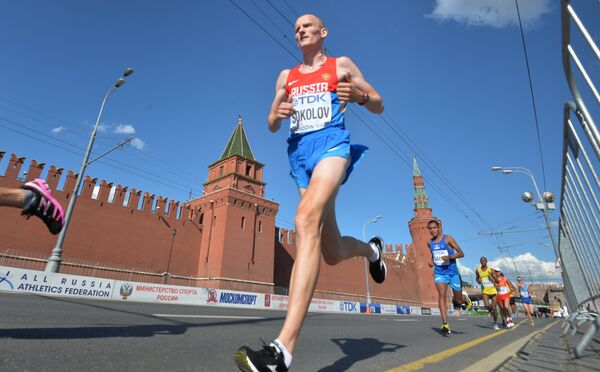 Российский спортсмен Алексей Соколов (в центре)