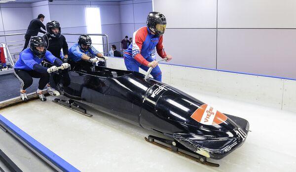 Экипаж Александра Зубкова во время тренировки сборной России по бобслею и скелетону