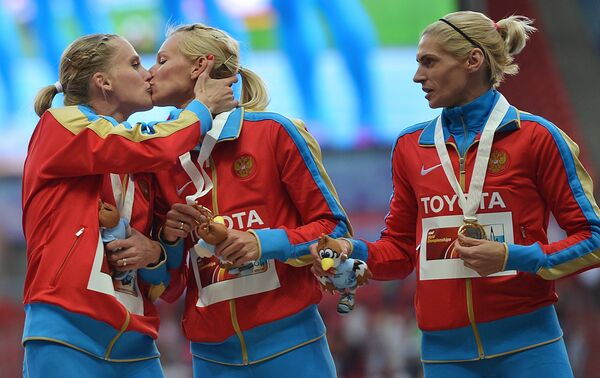 Ксения Рыжова, Юлия Гущина и Антонина Кривошапка (слева направо)