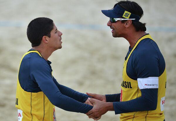 Игроки сборной Бразилии Альваро Фильо и Рикардо Сантос