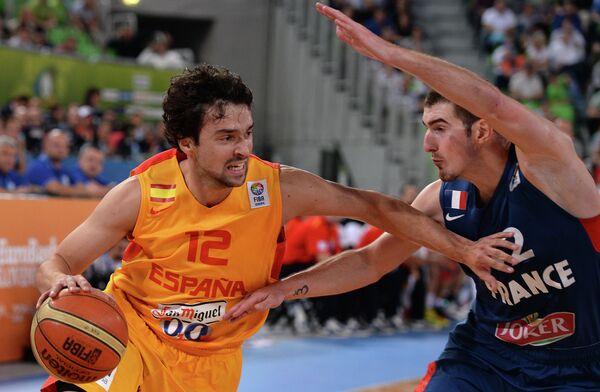 Игровой момент матча Испания - Франция