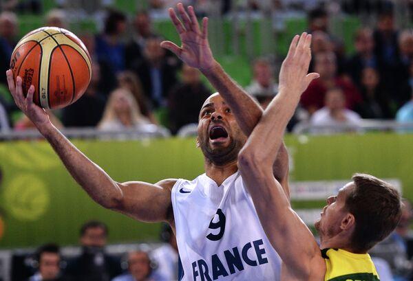Игровой момент матча между сборными командами Франции и Литвы