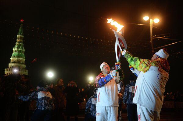Спортсмен Алексей Алипов (слева) и руководитель фракции ЛДПР Владимир Жириновский
