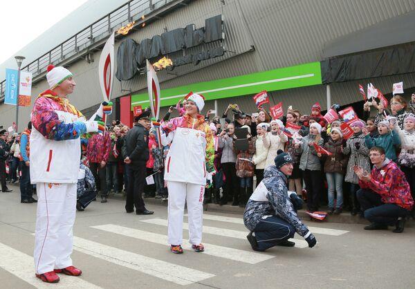 Участники Эстафеты Олимпийского огня в городе Красногорске Московской области