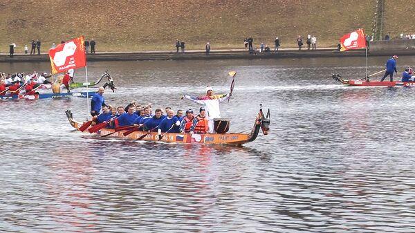 Огонь Олимпиады-2014 проплыл на лодках-драконах по Волге в Твери