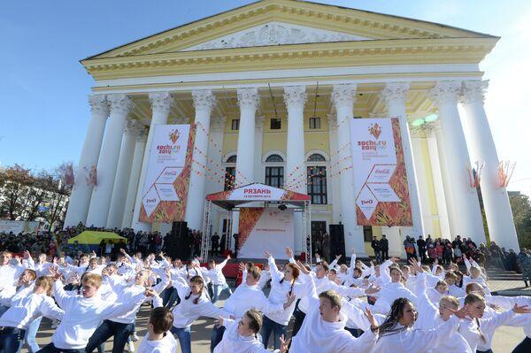 Участники акции в поддержку Эстафеты Олимпийского огня в Рязани