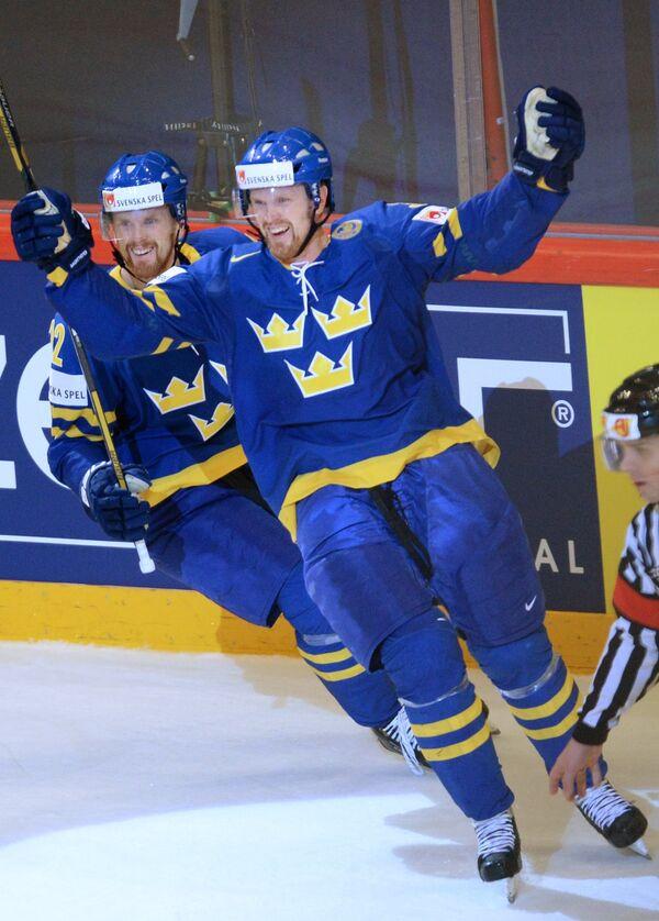 Игроки сборной Швеции Даниэль Седин (слева) и Хенрик Седин
