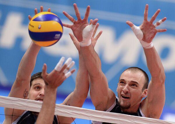 Волейболисты команды Газпром-Югра Тодор Алексиев (слева) и Теодор Тодоров