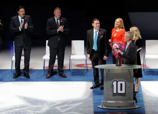 Церемония вывода из обращения клуба НХЛ Ванкувер Кэнакс номера Павла Буре