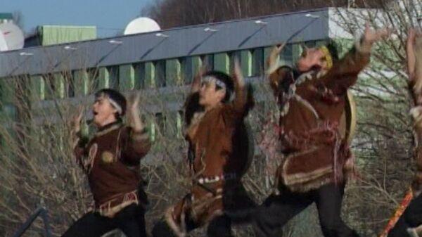 Огонь ОИ приветствовали народными танцами в Петропавловске-Камчатском