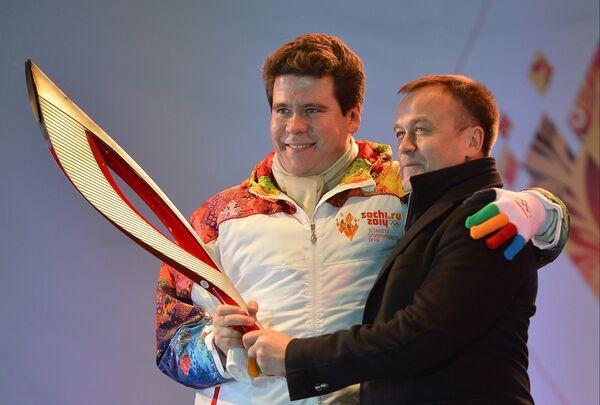 Пианист Денис Мацуев (слева) и губернатор Иркутской области Сергей Ерощенко