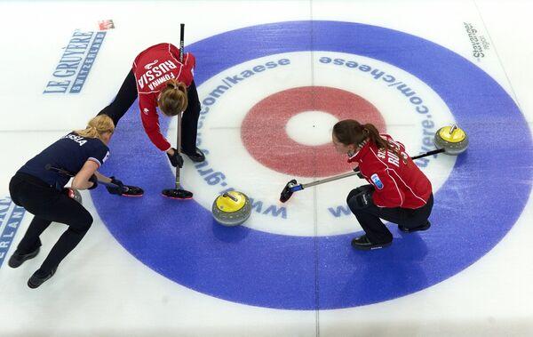 Российские спортсменки Александра Саитова, Маргарита Фомина и Анна Сидорова (слева направо)