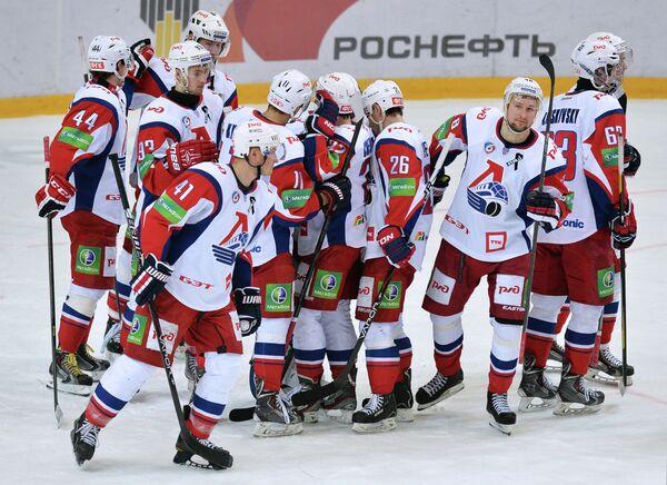 Игроки ХК Локомотив радуются победе