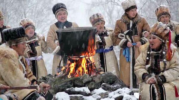 Обряд поклонения огню провели для факелоносцев в Горном Алтае