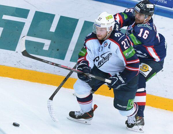 Вячеслав Белов (слева)
