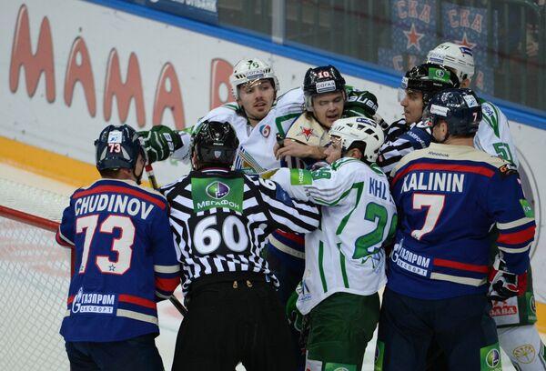 Игровой момент матча СКА - Салават Юлаев