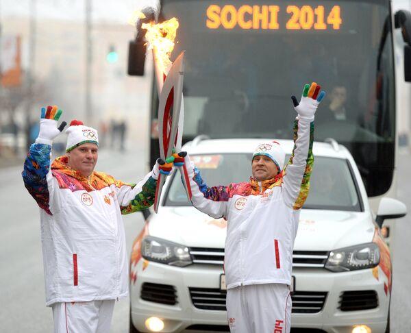 Виктор Чегин (справа)