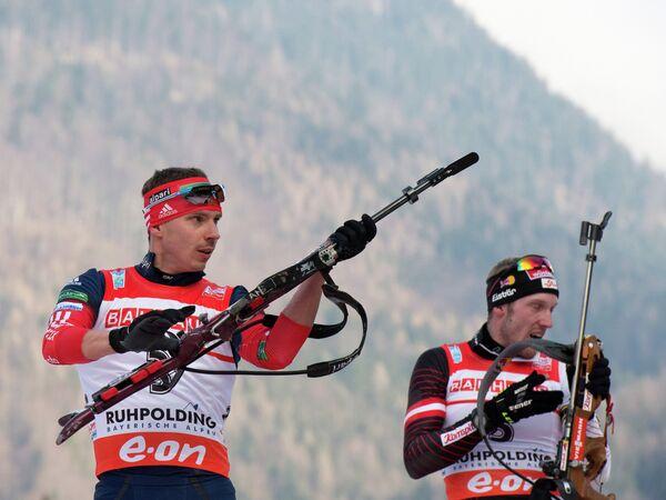 Россиянин Евгений Устюгов (слева)