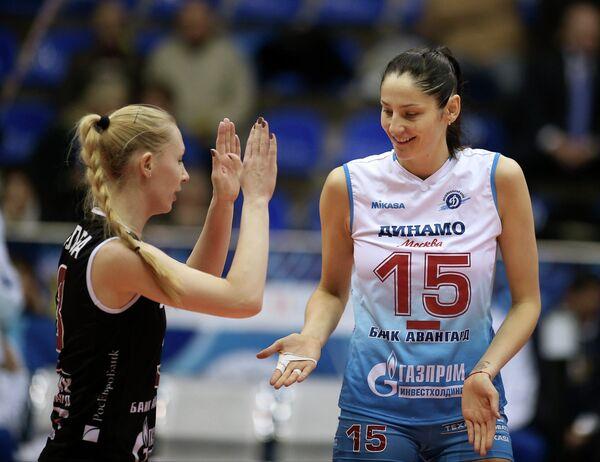 Игроки ЖВК Динамо (Москва) Татьяна Кошелева (справа) и Анна Малова