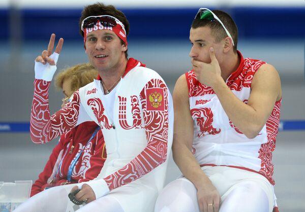 Евгений Серяев (слева)