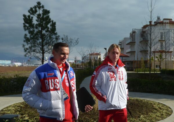 Евгений Плющенко (справа)