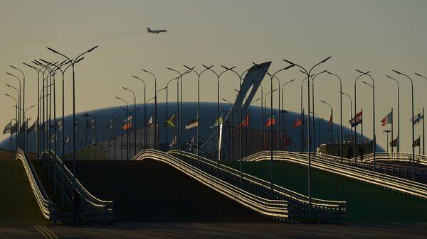 Чаша олимпийского огня и ледовый дворец Большой