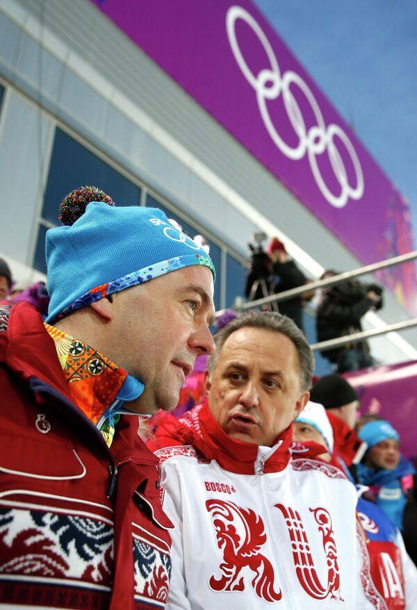 Дмитрий Медведев (слева)