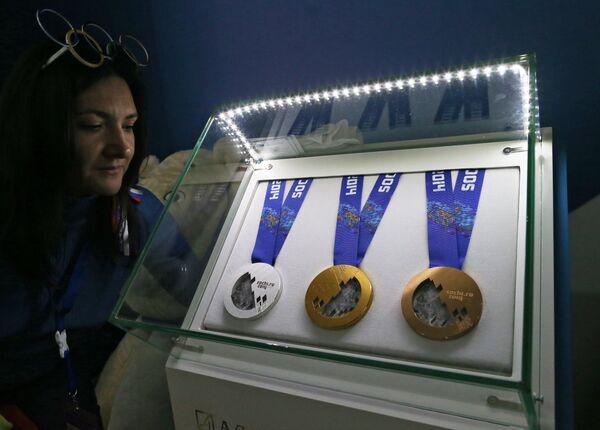 Медали XXII зимних Олимпийских игр в Сочи представлены в Доме российского болельщика