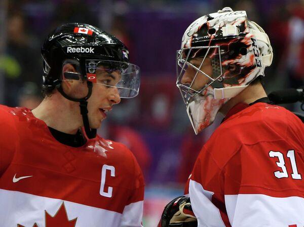 Хоккеисты Канады Сидни Кросби и Роберто Люонго
