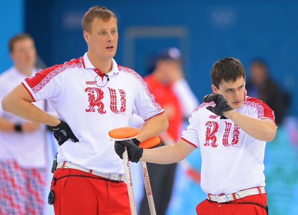 Российские керлингисты Петр Дрон и Александр Козырев (слева направо)