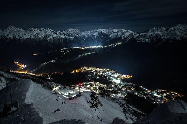 Горная Олимпийская деревня. Олимпийские горнолыжные трассы, горнолыжный центр Роза Хутор и экстрим-парк Роза Хутор
