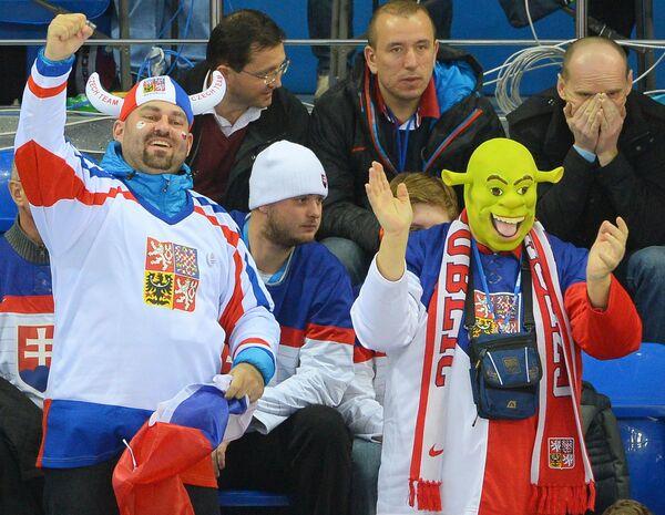 Болельщики сборной Чехии поддерживают свою команду в матче со Словакией