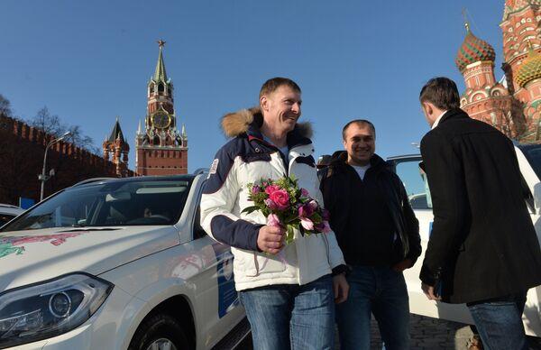 Российский бобслеист Александр Зубков во время церемонии вручения автомобилей призерам Олимпийских игр в Сочи