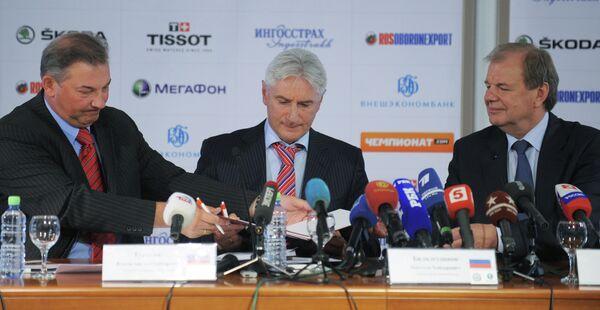Владислав Третьяк, Зинэтула Билялетдинов и Валерий Фесюк (слева направо)