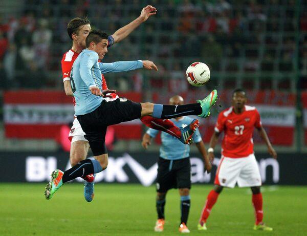 Игровой момент матча Австрия - Уругвай