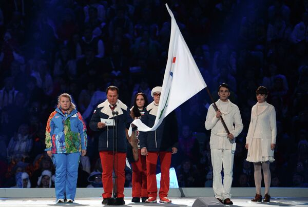 Александр Назаров, Елена Мокерова и Валерий Редкозубов произносят Паралимпийскую клятву