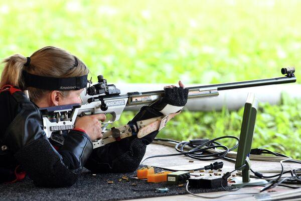 Алена Низкошапская в соревнованиях по пулевой стрельбе из винтовки на 50 метров из положения лежа на чемпионате Европы по стрелковому спорту в Белграде