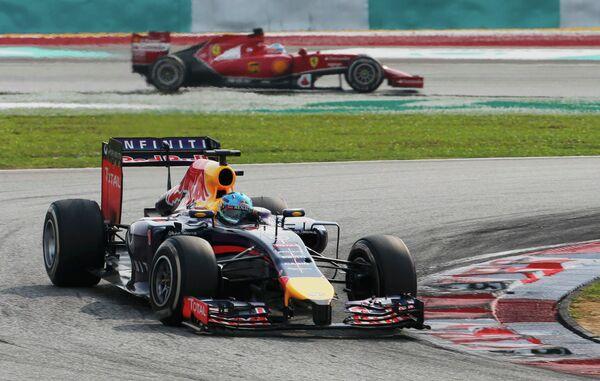 Немецкий автогонщик Себастьян Феттель на дистанции Гран-при Малайзии