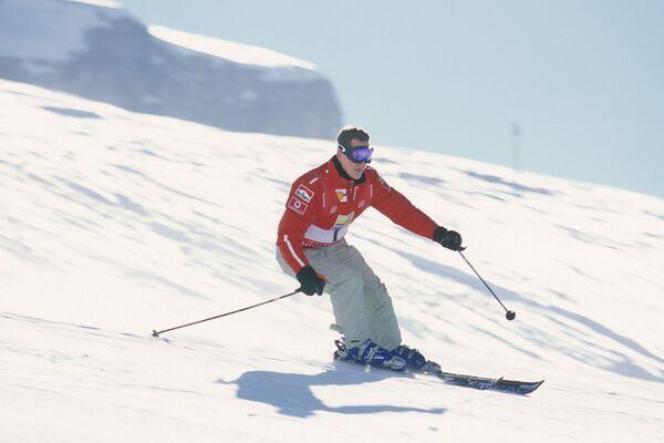 Михаэль Шумахер во время спуска с горы
