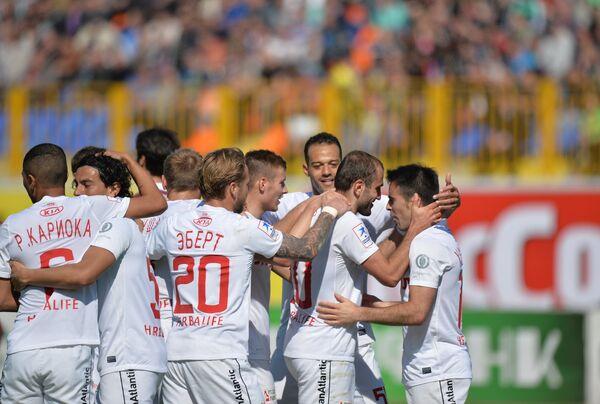 Футболисты Спартака радуются голу